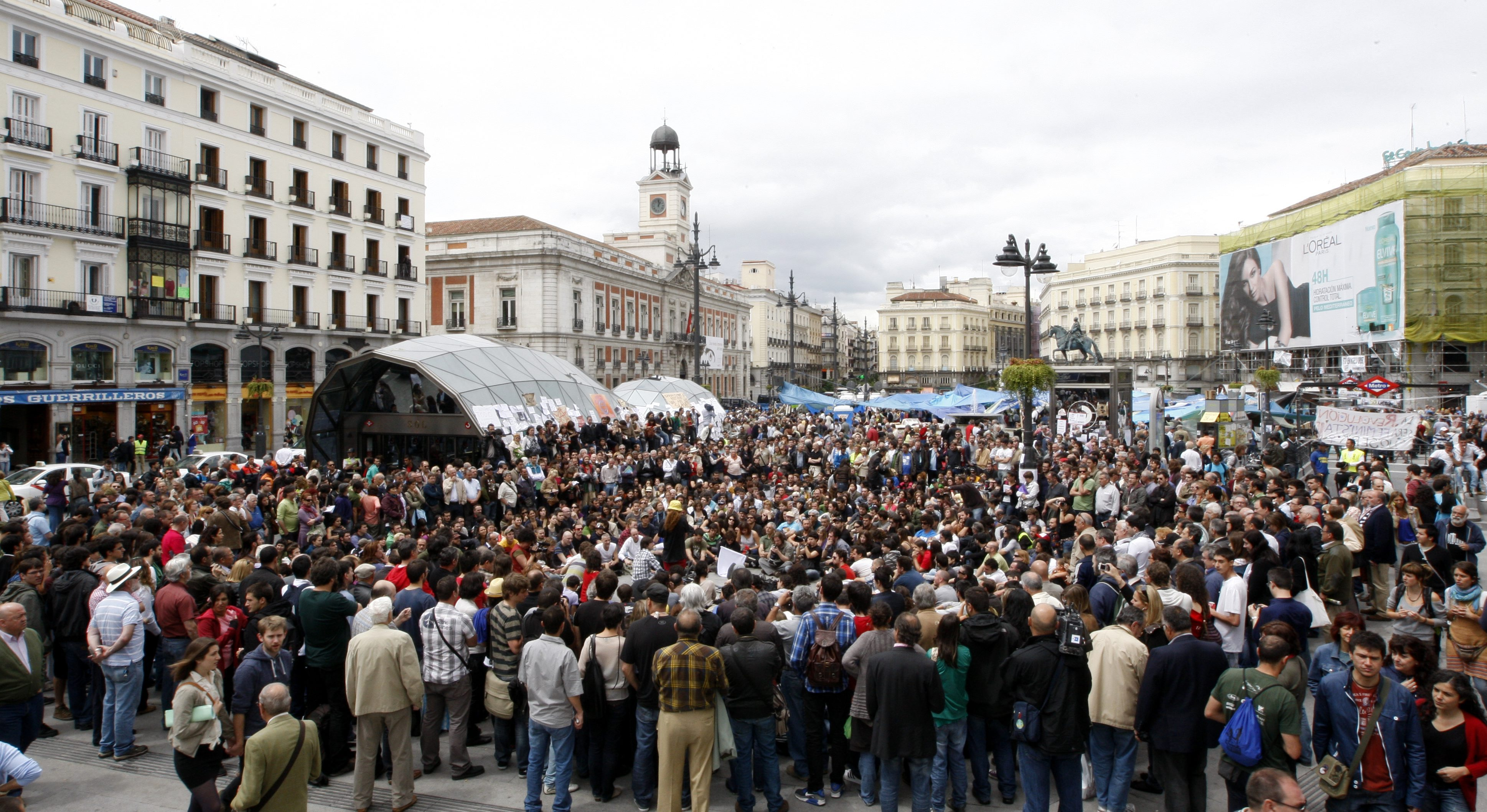 Los indignados toman la Puerta del  Sol