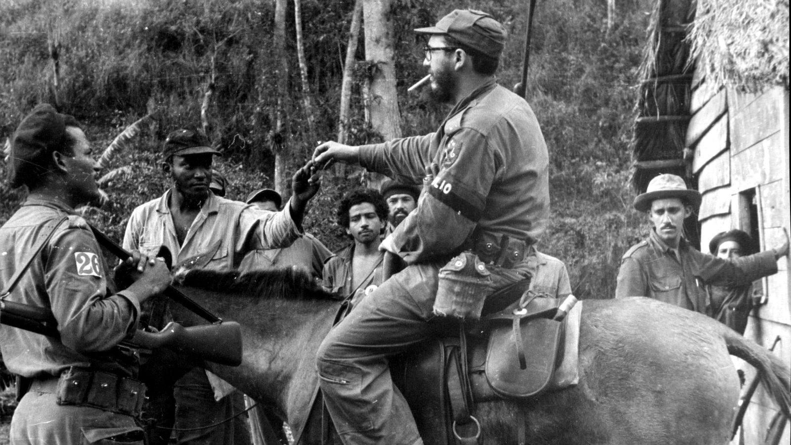 Las espectaculares imágenes de Fidel y el «Che» en Sierra Maestra ...