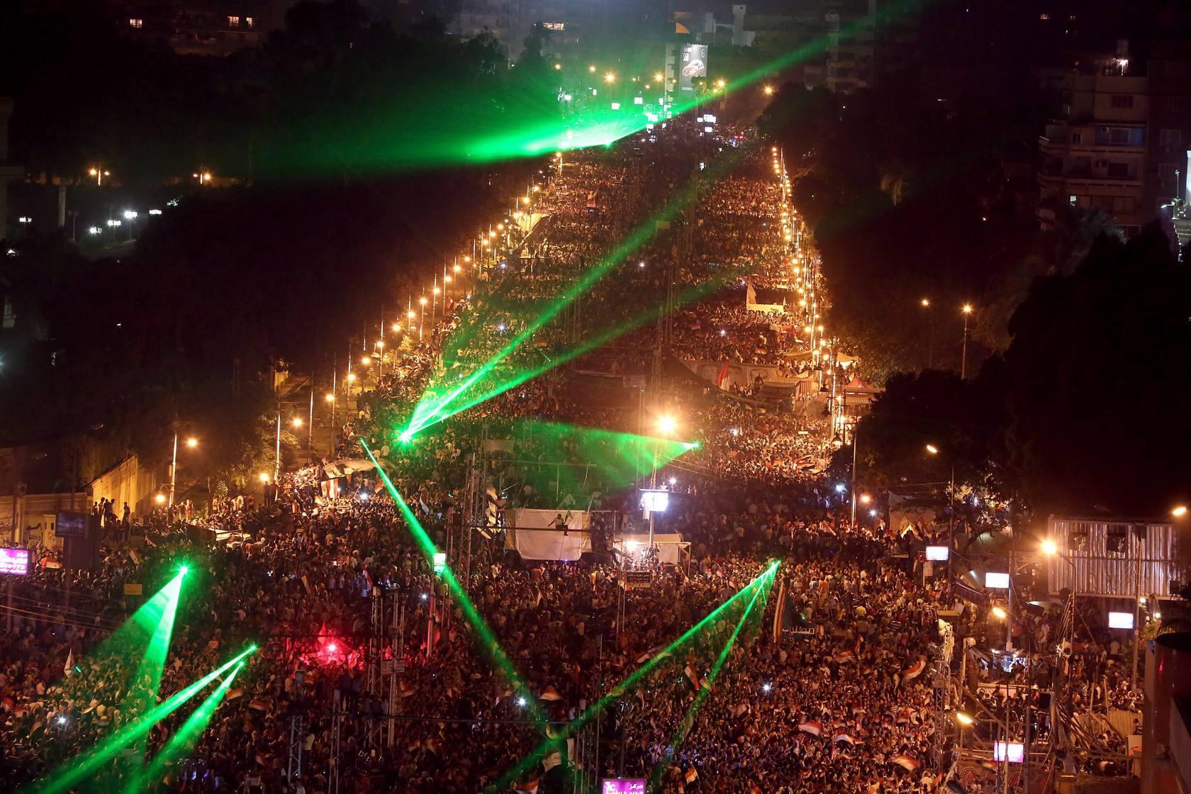 Vista general de miles de egipcios opositores, que protestan contra el presidente del país, Mohamed Mursi, en El Cairo
