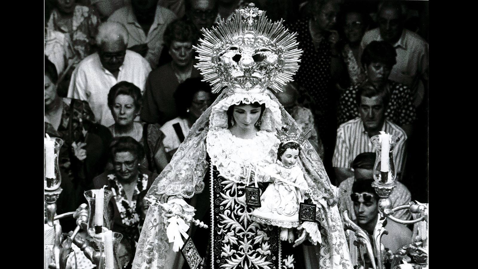 Procesión de la Virgen del Carmen del Santo Ángel, en 1994