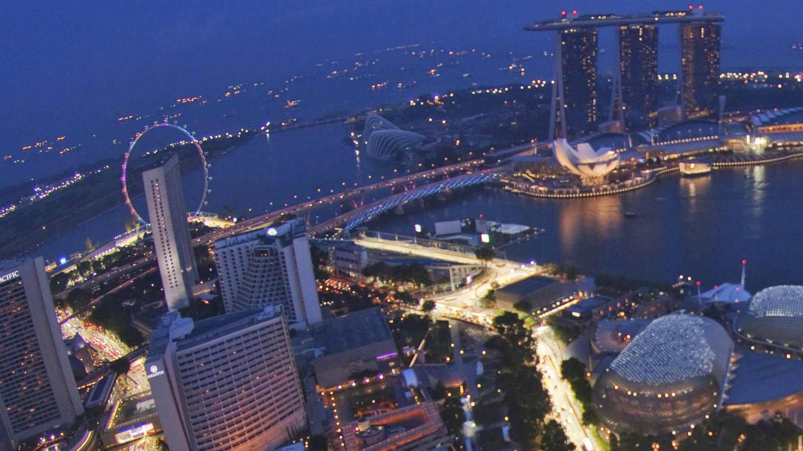 Circuito Singapur : El circuito de singapur prueba la iluminación para el gran premio de